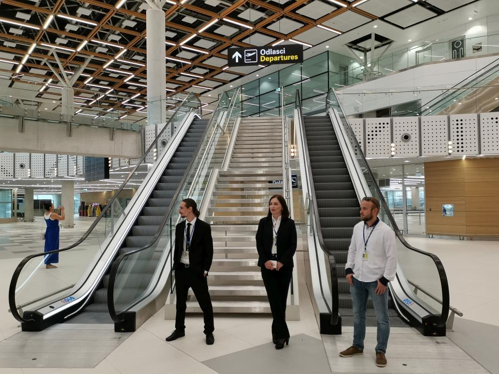 Split Airport Makes New Records
